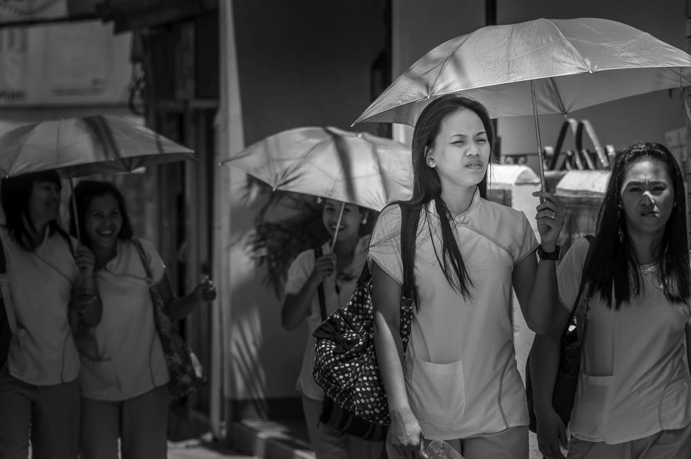 Philippine Girls With Umbrellas - Philippinen