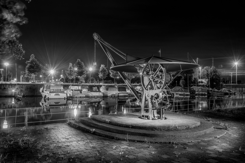 Alter Schiffskran am Yachthafen - Heilbronn bei Nacht