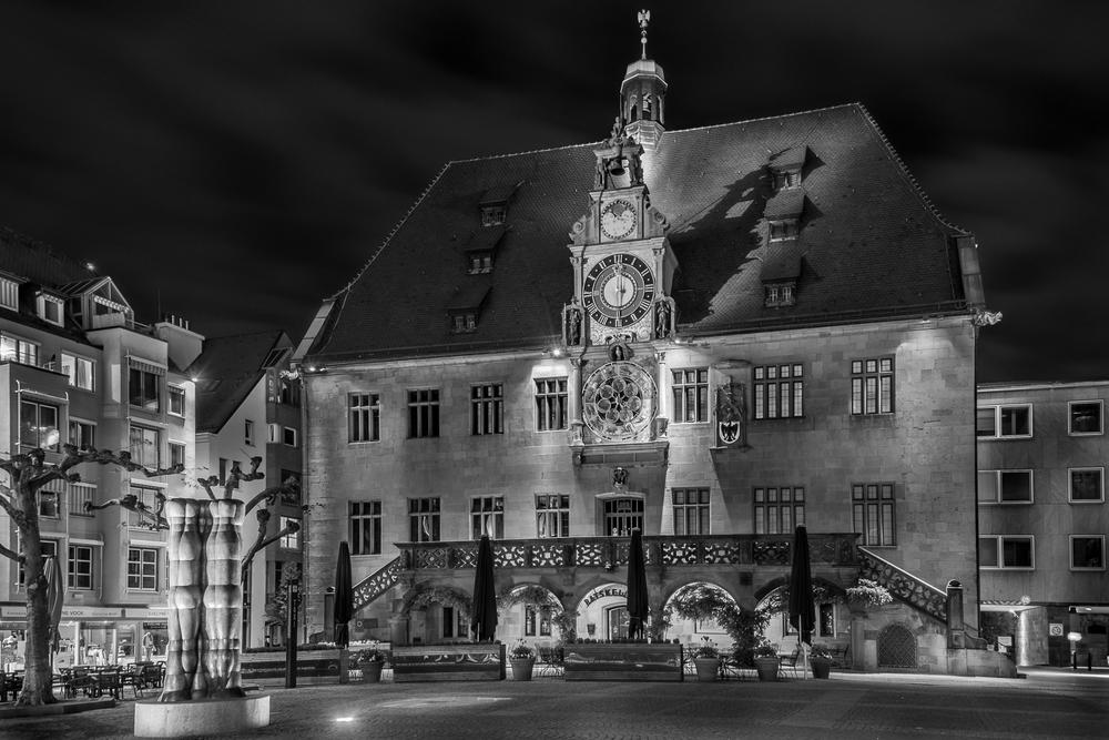 Historisches Rathaus am Marktplatz - Heilbronn bei Nacht.