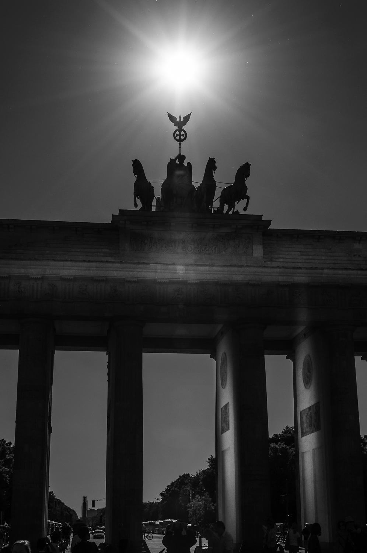 Sonne und Sterne über dem Brandenburger Tor Berlin