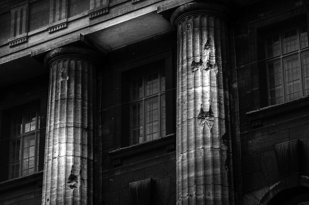 Einschusslöcher in den Säulen des Pergamon Museums, Berlin