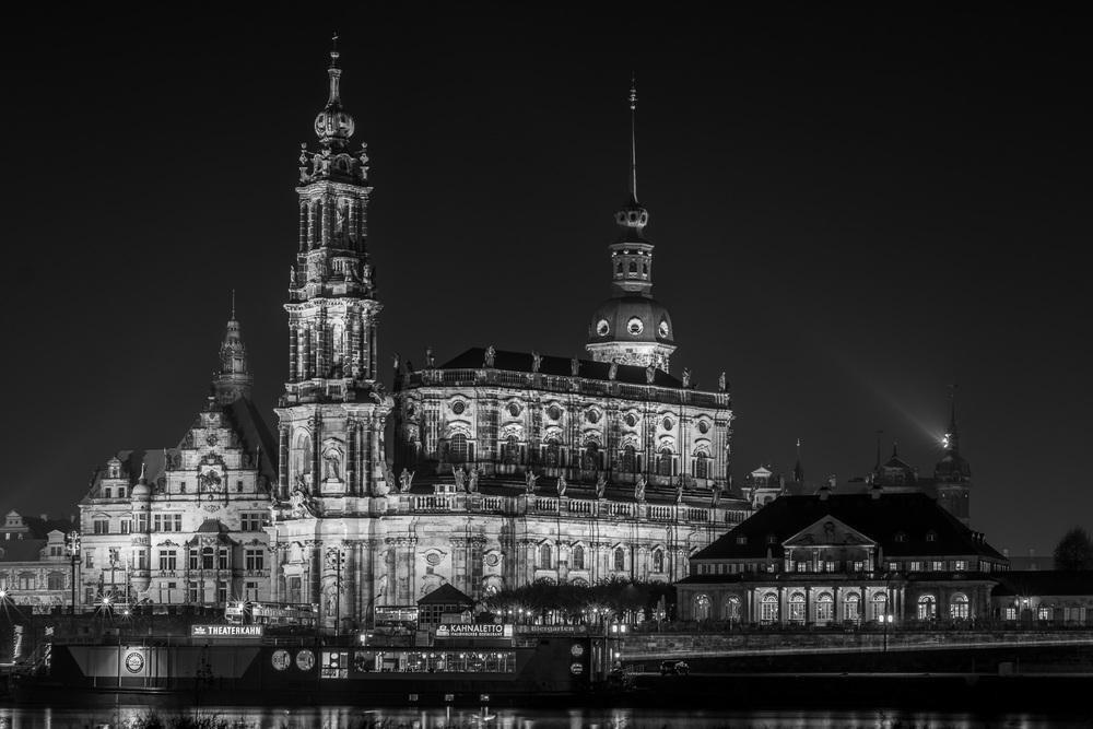 Dresden Cathedral at night - Katholische Hofkirche Dresden bei Nacht