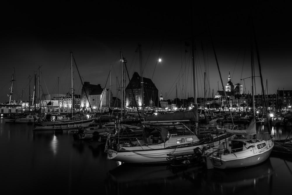 Citymarina Stralsund bei Nacht