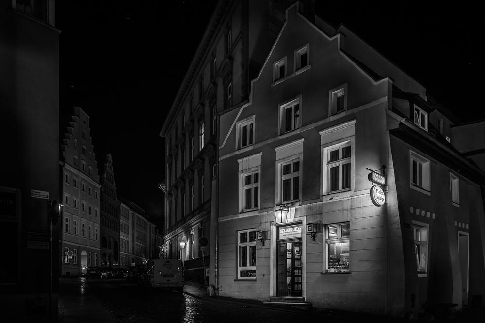 Hansestadt Stralsund bei Nacht - Hafenkneipe zur Fähre