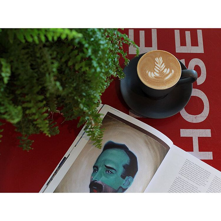 Easy like Sunday morning. We are pouring our super smooth Sunny Boy Original this morning. Grab a toasted breakfast wrap, peruse one of our art magazines, and enjoy the sunshine in Neighbourhood Park. Open 7am - 12 midday. Lomandra Drive, Currimundi. (at Sunshine Sunshine Espresso)