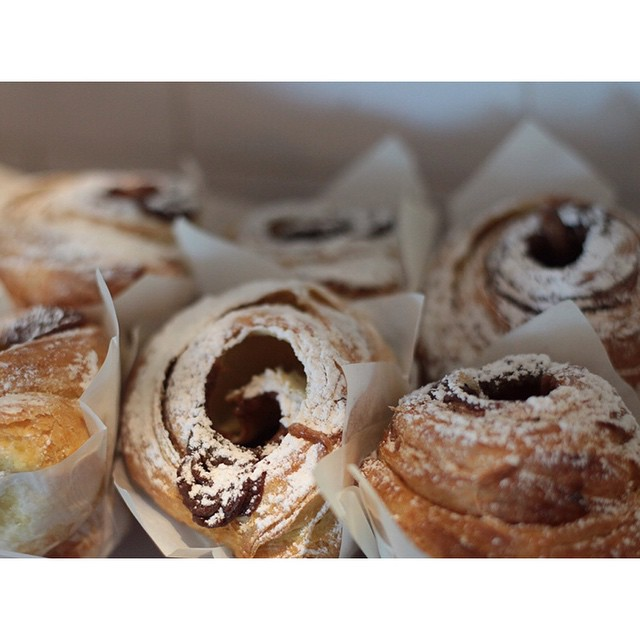 An oven fresh batch of salted caramel cruffins, and PB & J cruffins are in! Open til 2pm (at Sunshine Sunshine Espresso)