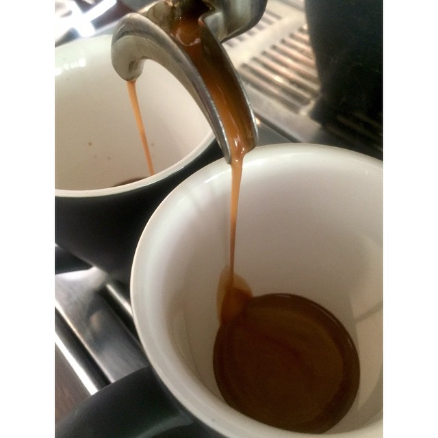 Our super smooth Sunny Boy Original is grinding for the rest of today. 100% Papua New Guinean Arabica consisting of Mundo Novo, Bourbon, and Aroosha varieties. Beans for home available in 250g, 500g and 1kg weights. Ask in store. Open til 12 noon. (at Sunshine Sunshine Espresso)