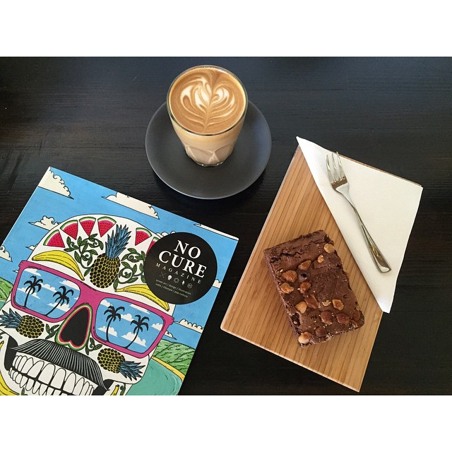 Happy Sunday! We are grinding our smooth Sunny Boy Original all day today. We have fresh breakfast bagels and wrap in, macadamia brownies, and pastacchio blondies. Enjoy a light breakfast while perusing our art and design mags. Open til 12 noon. (at Sunshine Sunshine Espresso)