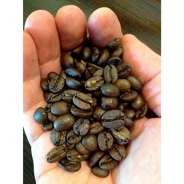 This morning we have a new specialty blend in the grinder! Consisting of beans all the way from South America to Asia, it is medium bodied, fruity and velvety. We only have 1 kilo of it so drop by before 9 to taste it.