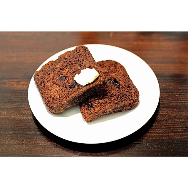 Bakery fresh banana bread is back in this morning! Direct from the good folk at Dutch bakery Van Wegans. We like ours with peanut butter. How do you like yours?     2 slices for $4 with a range of free condiments!