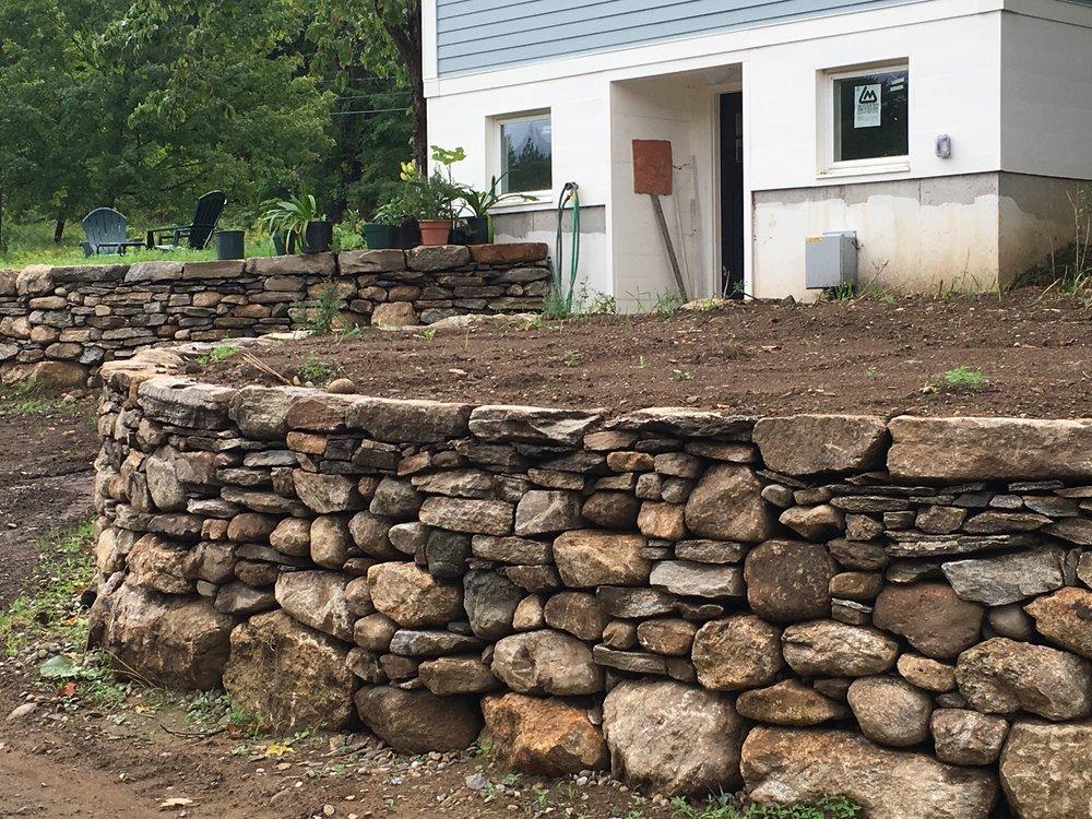 Market Hill, Farm walls, walkway and steps
