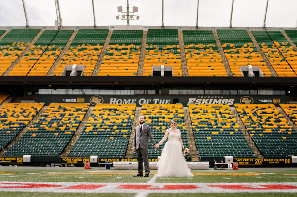 Edmonton-eskimos-commonwealth-Log-Cabin-wedding-chelsea-jay