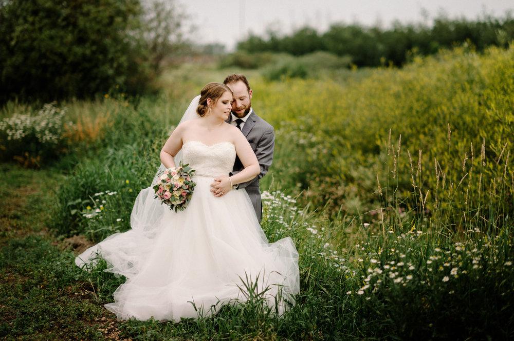 022-Edmonton-eskimos-commonwealth-Log-Cabin-wedding-chelsea-jay