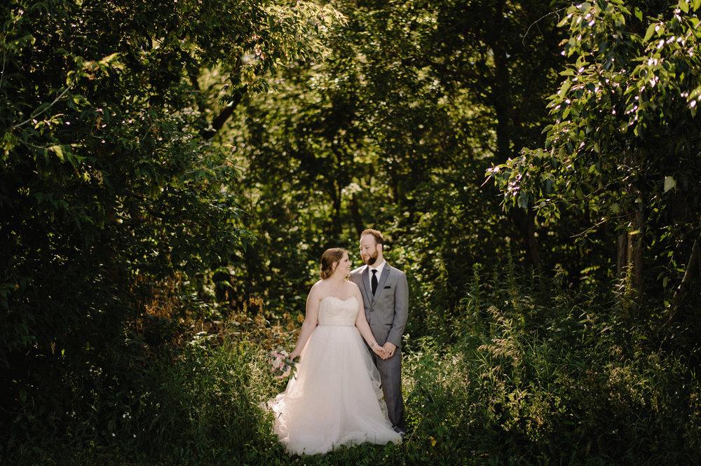 Edmonton-eskimos-commonwealth-Log-Cabin-wedding-chelsea-jay