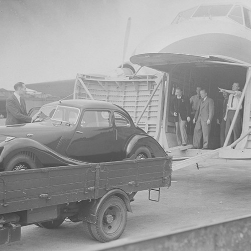 First Bristol car being boarded for export into the Type 170, 21 Jul 1947