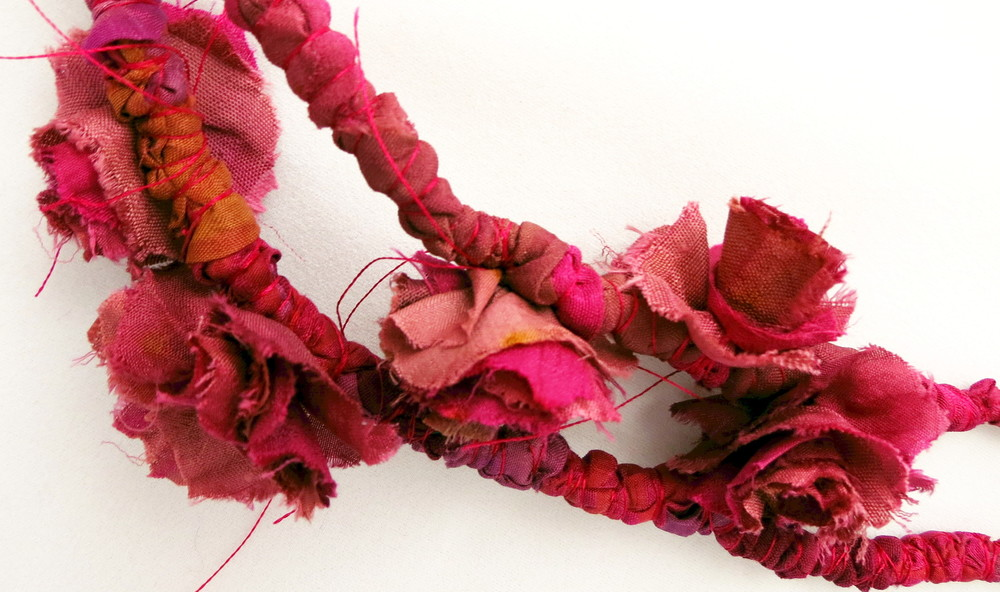 Maala – Francesca Cecchini (2014), necklace (detail) // Materials: repurposed sari silk, silk thread.