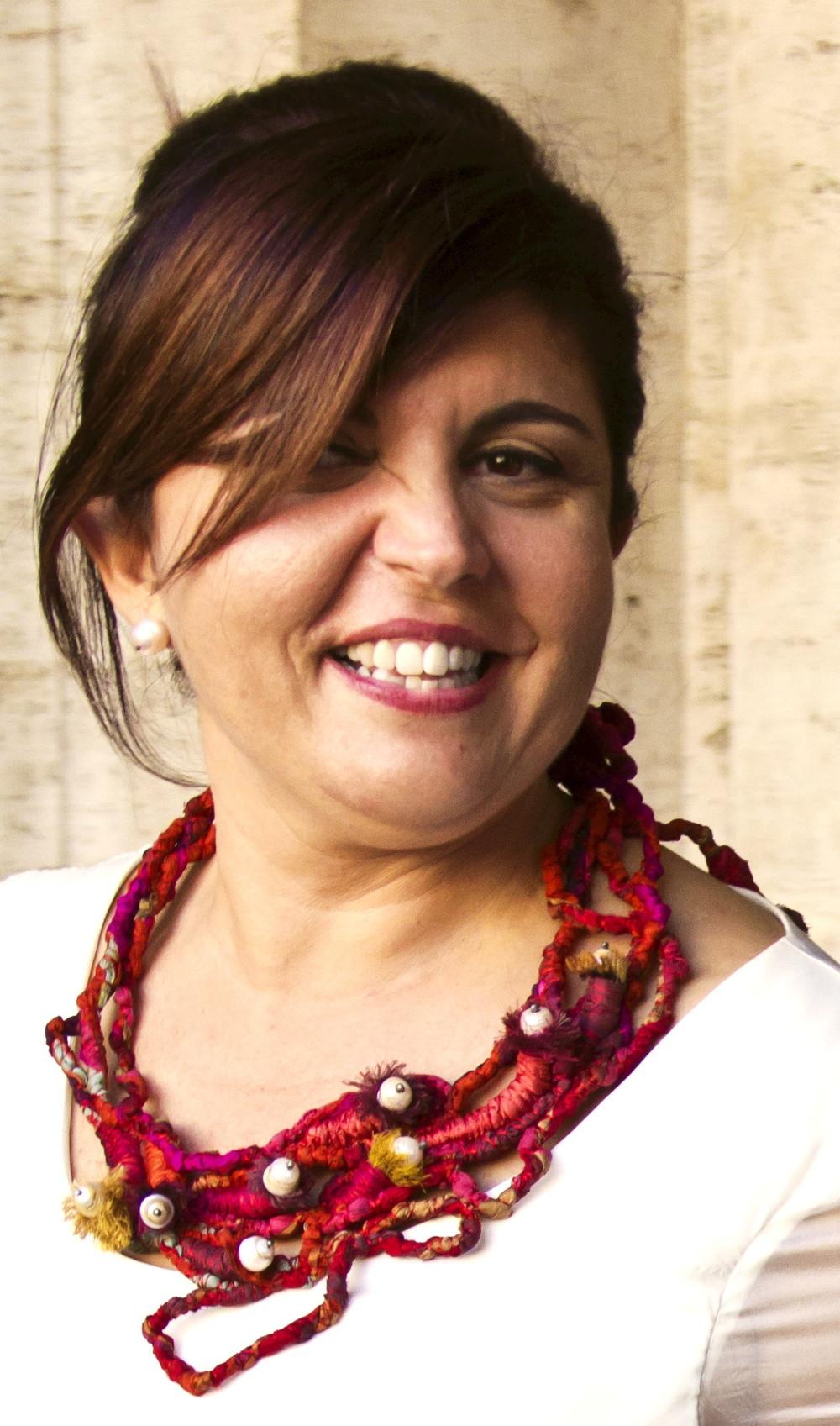 Mar Adentro - Francesca Cecchini (2013), necklace // Materials: repurposed sari silk, baroque pearls, oxidised silver, silk thread.