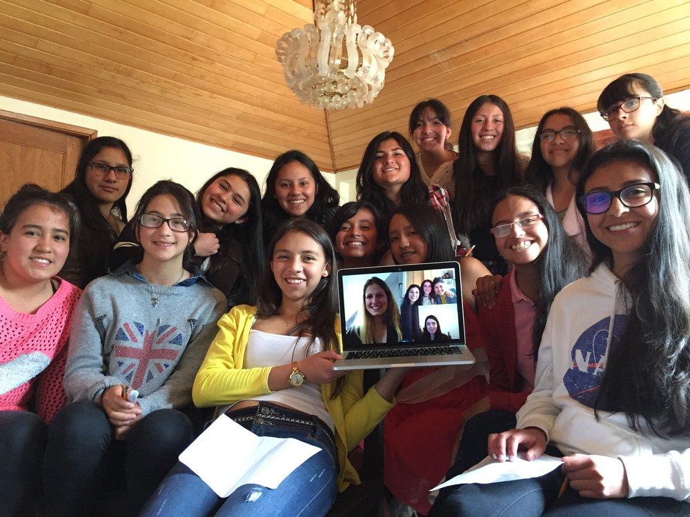 Girls from Santa Maria Foundation with Oxford female scientists