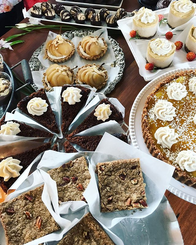 We're enjoying the cool air and feelings of fall with pumpkin spice cheesecake, apple spice cookies, cider poached pear tartlets, maple pecan oat bars carrot cake, Mexican hot chocolate snicker doodles, & much more! 🍁🍂🍁🍂#macromamas #vegan #buylocal