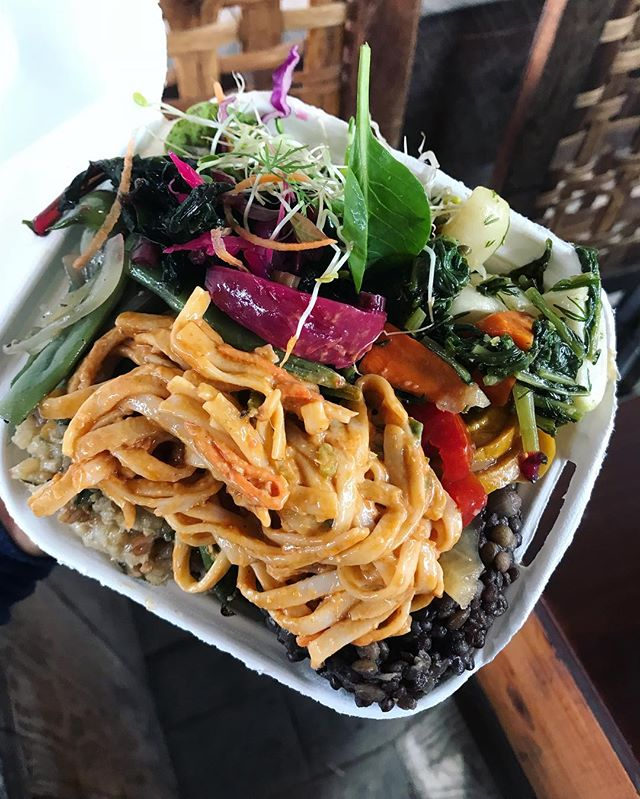 Come down to market today for a beautiful platter with some peanut lime noodles! 🌱#macromamas #vegan #buylocal