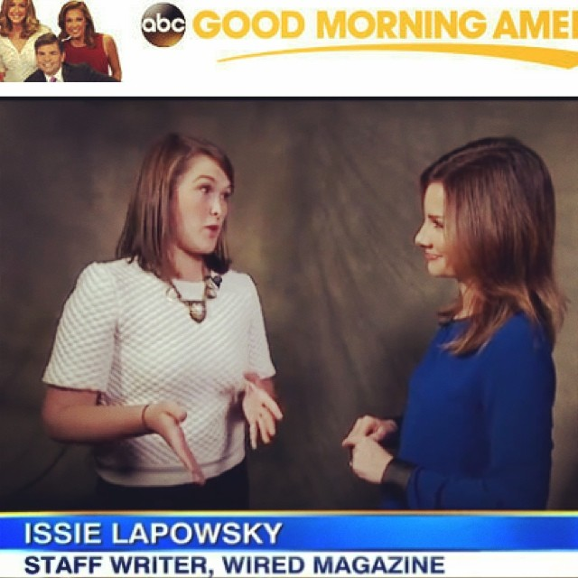 @issielapowsky looking gorgeous in her #carolyncolby necklace this morning on #GMA @goodmorningamerica @rebeccajarvis @wired #amazonfire #firefly 🔥📱 (at Good Morning America )