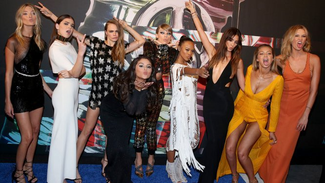 "Taylor at VMA with ""Bad Blood"" cast of SQUAD girls. Not pictured: LENA DUNHAM!"