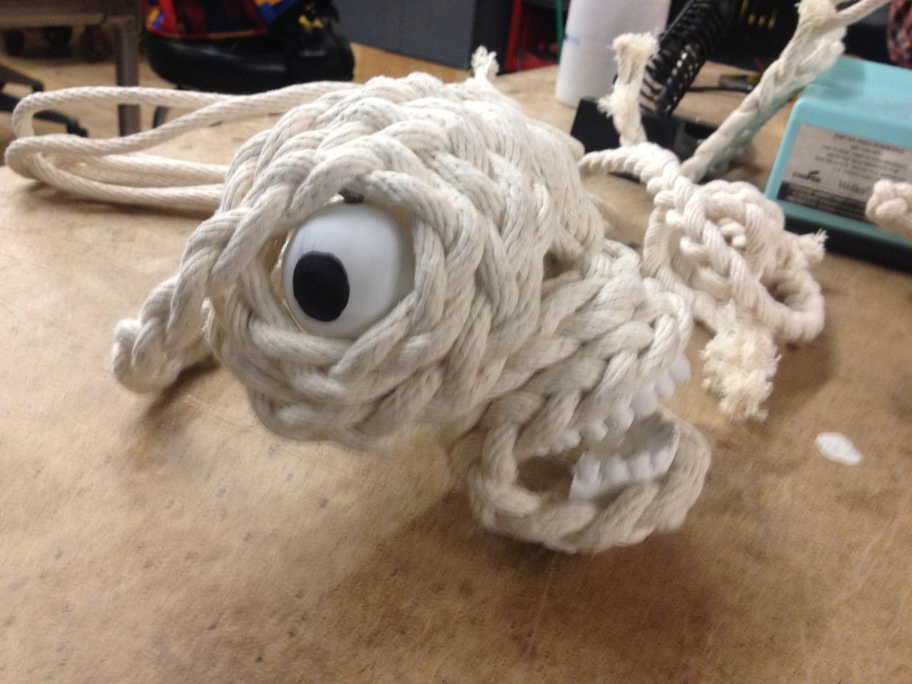 Rope Skull with eyes. Eek!