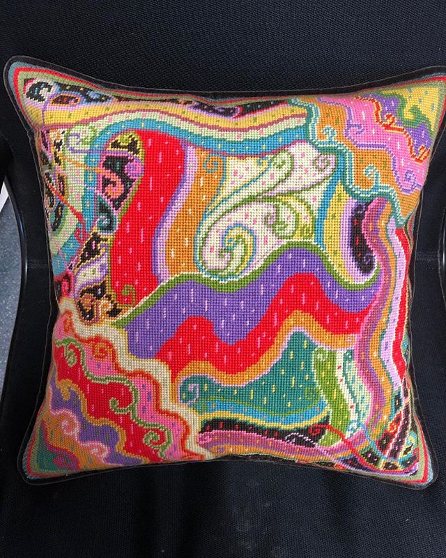 Pillows pillows pillows ! So many options #needlepoint #canvas #learnhow #pillow #pillows