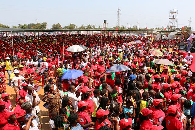 A crowd at Filipe Nyusi's campaign rally in 2014.  Image Source: Wikimedia Commons/Adrien Barbier