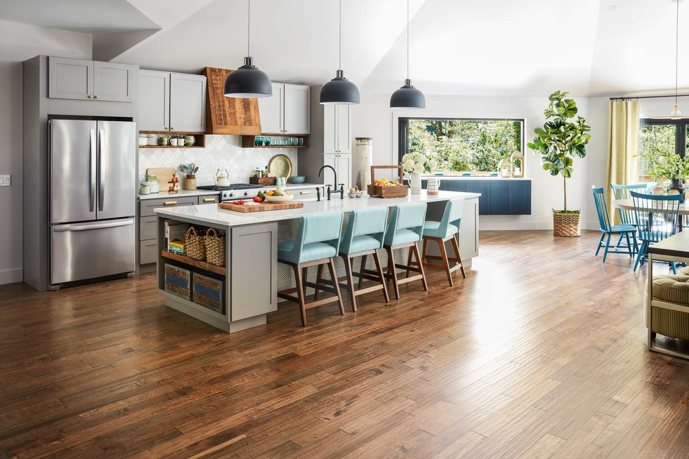 ur2018_kitchen-30-super-wide-from-front-door-Shot_03_092_h-2.jpeg
