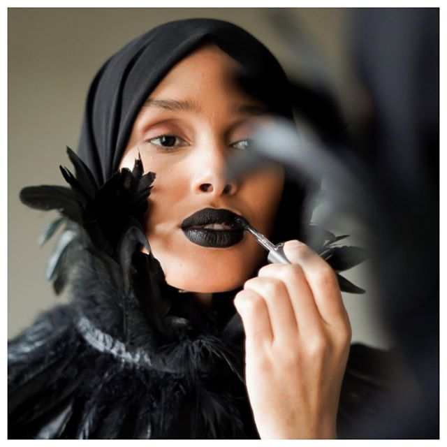 WomanCrushWednesday Totally and completely transfixed with Rawdah Mohamed and her badass modest fashions. She's killing the game right now. Photos from her Instagram Account (hope you don't mind the repost!) @rawdis #modesty #modestydressing #modestyfashion #black #feathers #hijab #headwraps #headscarf #necklace #neckpiece #blacklipstick