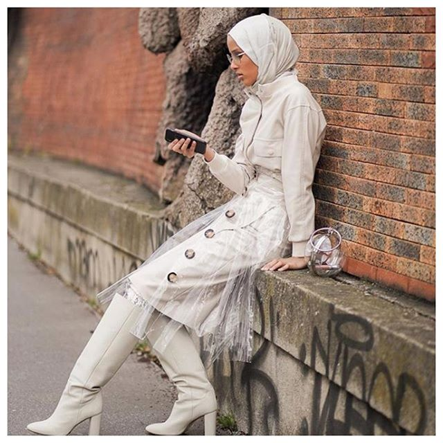 WomenCrushWednesday Totally and completely transfixed with Rawdah Mohamed and her badass modest fashions, she killing the game right now, 100% style slayer. #modestfashion #modeststyle #white #hijab #scarf #headwraps #transparent #leather #sunglasses #shades #graffiti #ootd #cream #boots #nyfashion @rawdis