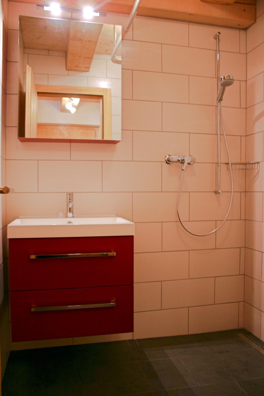 Salle de bain B: WC et douche