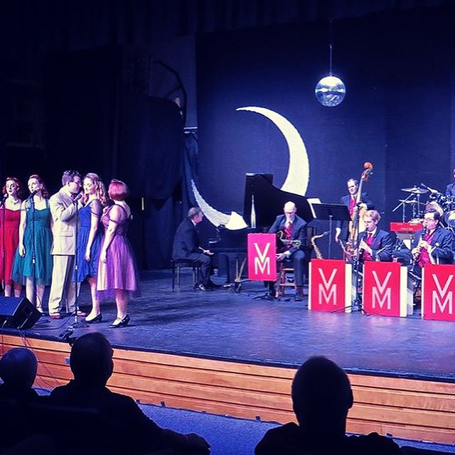 Tonight! Our final tour of 2017 comes to the #historic @somerville_theatre 7:30pm  #bigband , #dancers , the #MoonMaids #vocalgroup , #comedy , #vintage ads, and a vintage market from @boston.vintage !  Racing with the Moon 🌙 and celebrate our #Veterans this #veteransday 🇺🇸