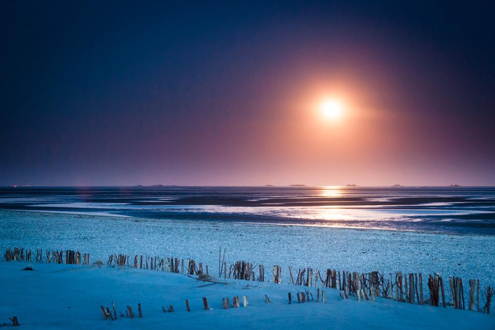 Mondaufgang am Strand von Nieblum
