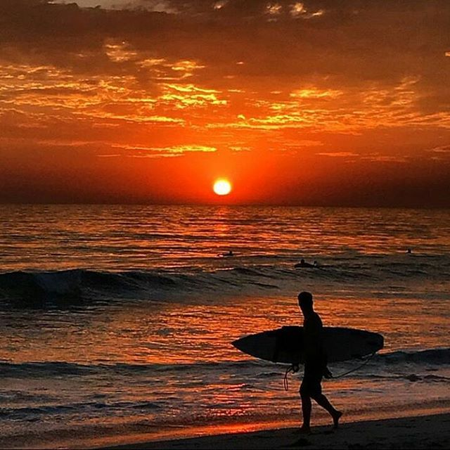 Let the locals summer begin! September in North County...can't beat it.✌🌅 sick shot📷 @goinspirebeauty  #northcounty #encinitas #cardiffbythesea #leucadia #carlsbad #ilovewherewelive #sunset #surf #localssummer