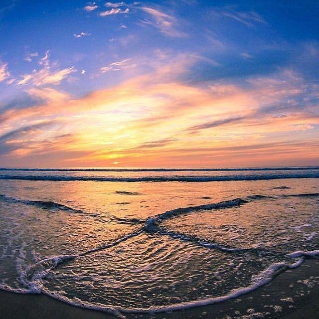 X Marks the spot! Now go get your feet wet! 📸Rad shot gidget_bythesea  #encinitas #cardiffbythesea #leucadia #ilovewhereilive #sunset #ocean #adventureawaits #xmarksthespot #oceanforthewin #summer #thewaterswarm