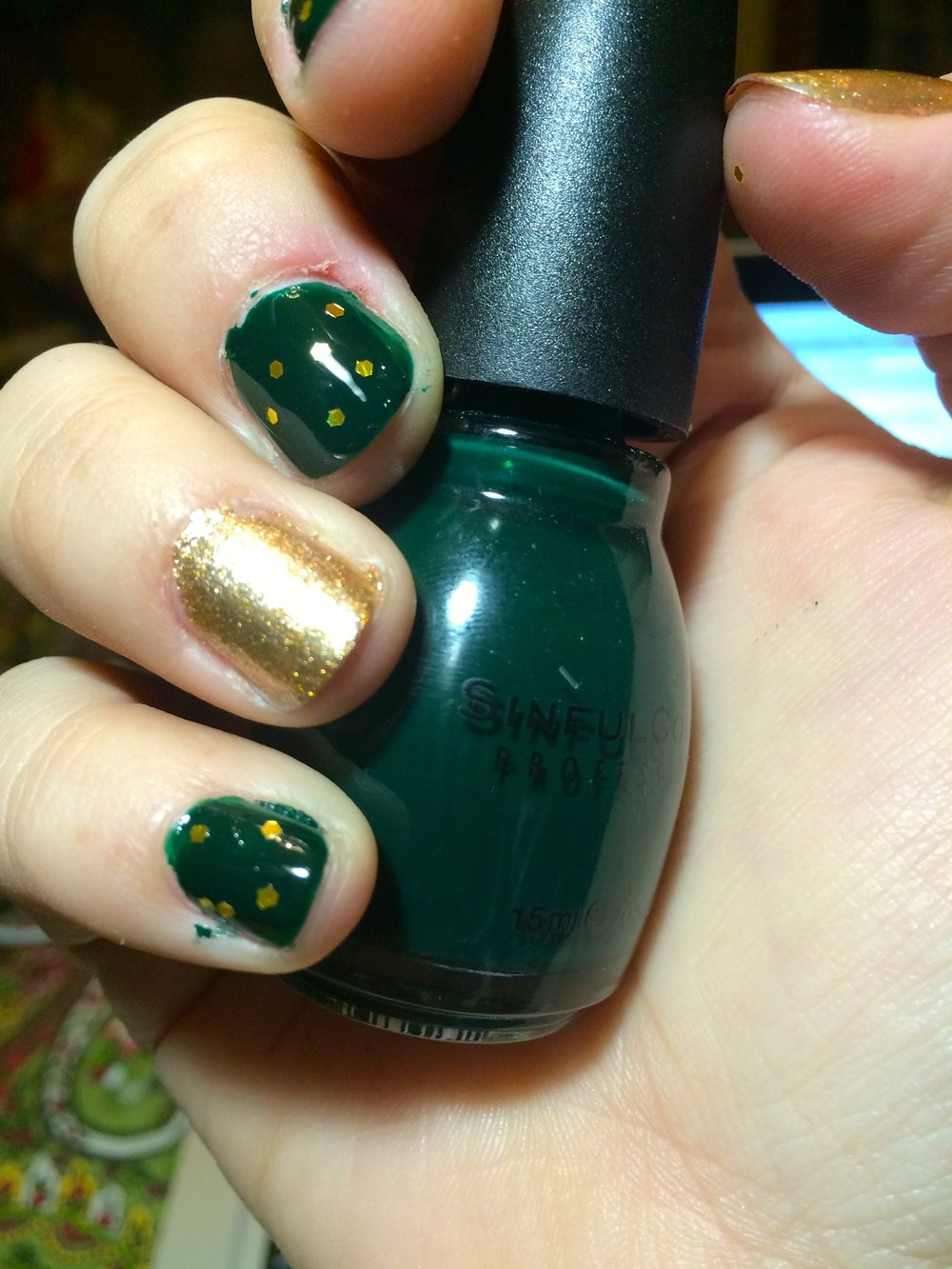 Holiday Manicures | Day 9 — Daphne Has FUN