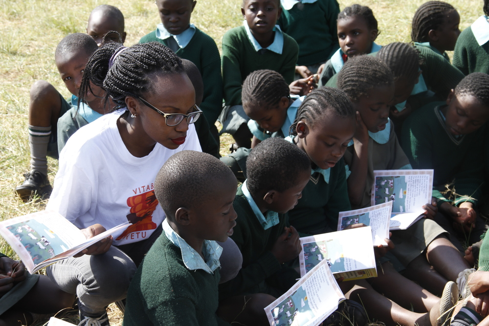 Aklili Dada mentor and Vitabu Vyetu Founder at a reading session at the Kawangware Primary School'