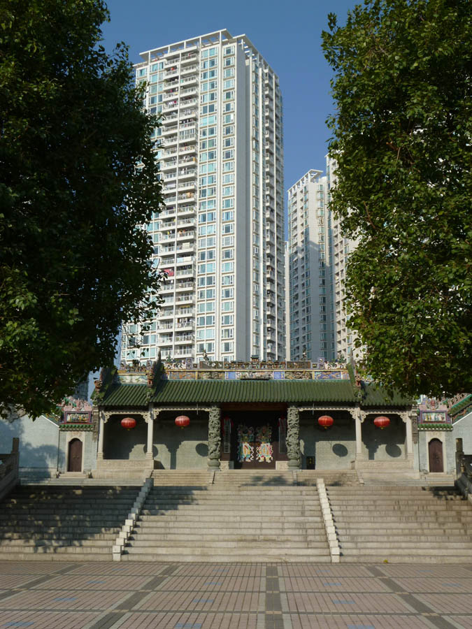 Huanggang's ancestor hall, overlooked by high-rise apartment buildings