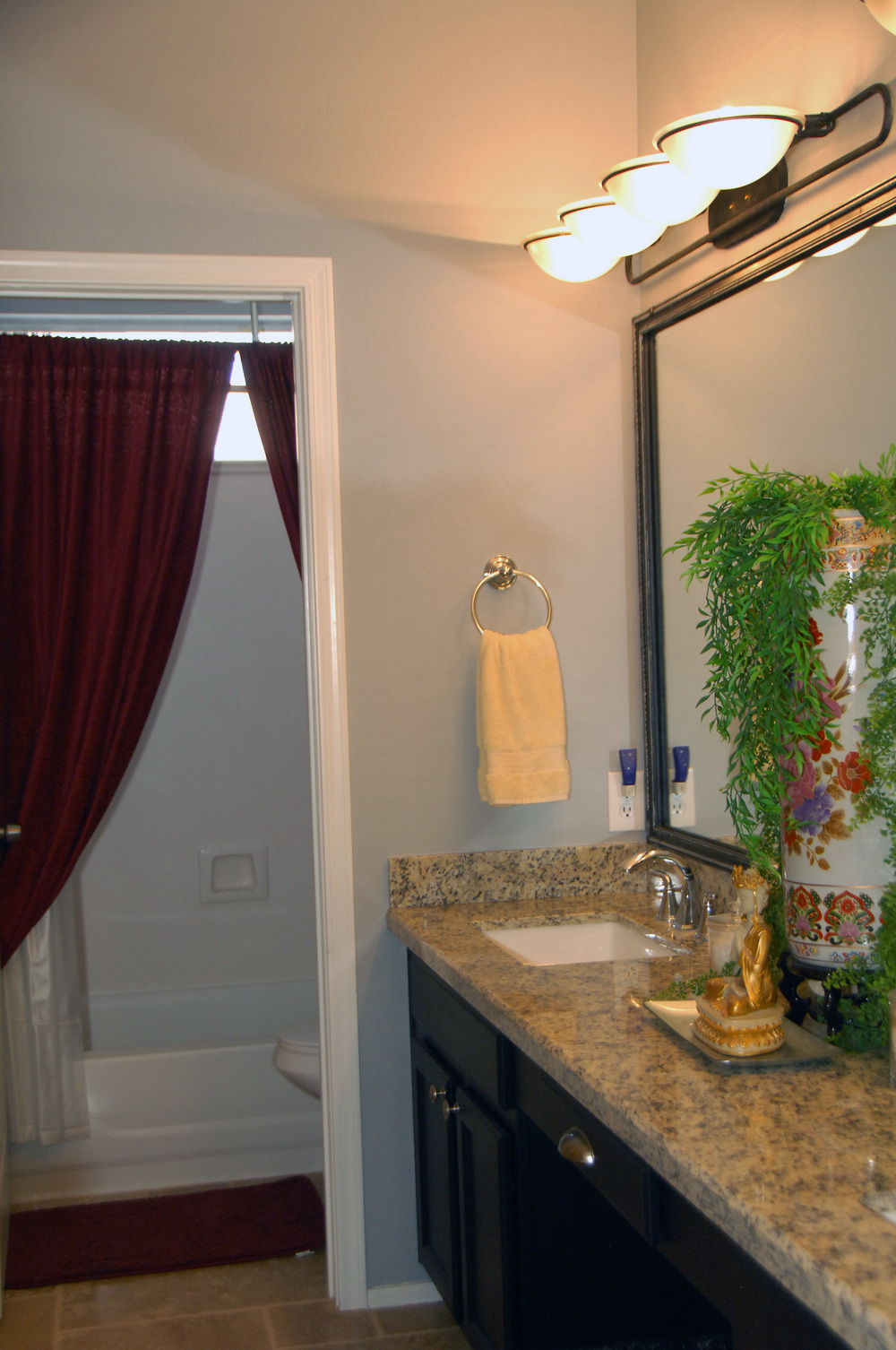 Bathroom number 2 photo 1.JPG