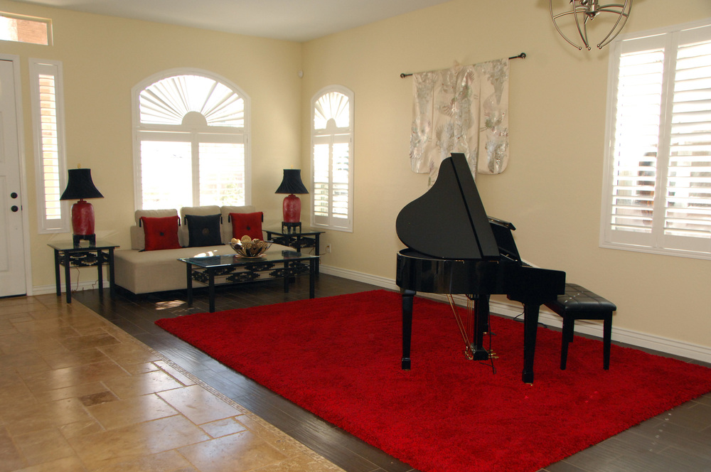 Livingroom Photo 2.JPG