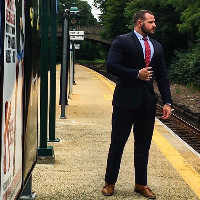 «Your Lawyer has Arrived...» Now, which way to the nearest gym? 😏😅 I was anxious about my new shorter haircut+beard combo but it's growing on me. #Pun . . . #lawyer #attorney #train #trainstation #business #suit #law #suitandtie #newyork #upstate #ny #railroad #platform #gay #muscle #gaymuscle #gaybear #scruff #woof #haircut #latergram #tbt #throwbackthursday