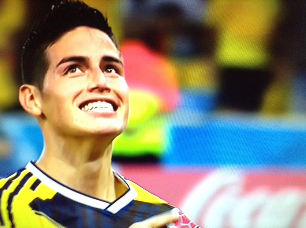 James Rodríguez celebra su primer gol en la victoria de Colombia por 2-0 sobre Uruguay en el Estadio Maracanã de Río de Janeiro, en un partido de octavos de final del Mundial Brasil 2014 disputado el 28 de junio. Rodríguez convirtió ambos goles.