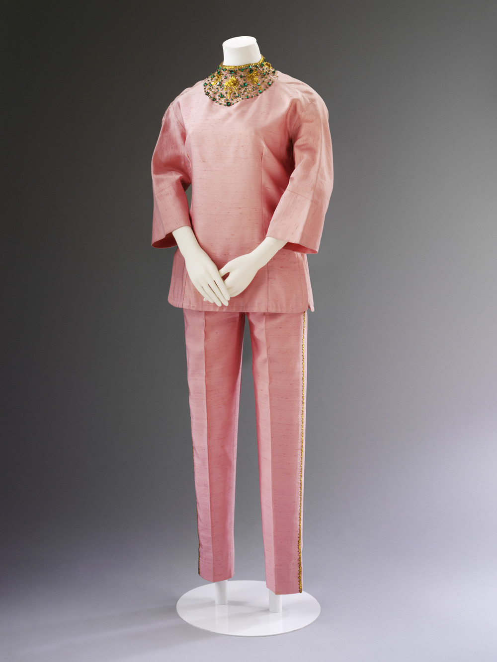 Irene Galitzine, silk palazzo pyjamas, ca. 1963. Courtesy Historical Archive Maison Galitzine. Photo © Victoria and Albert Museum, London