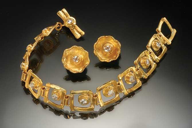 A necklace and bracelet suite by Margaret Ellis circa 1990s