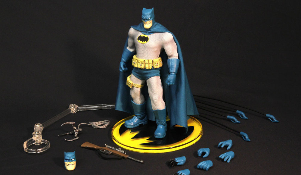 Mezco-Toyz-One-12-Collective-Batman-Dark-Knight-Returns-blue-version.jpg