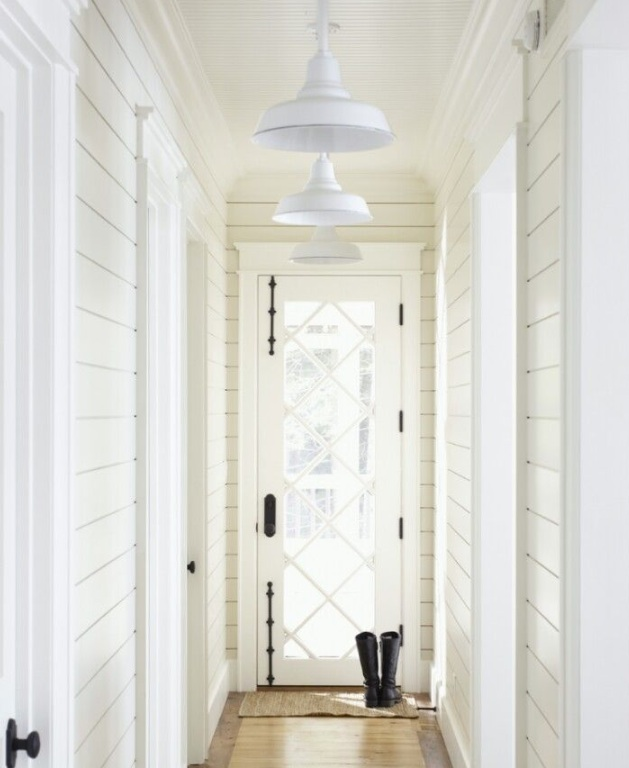 Example of shiplap horizontal planked walls.