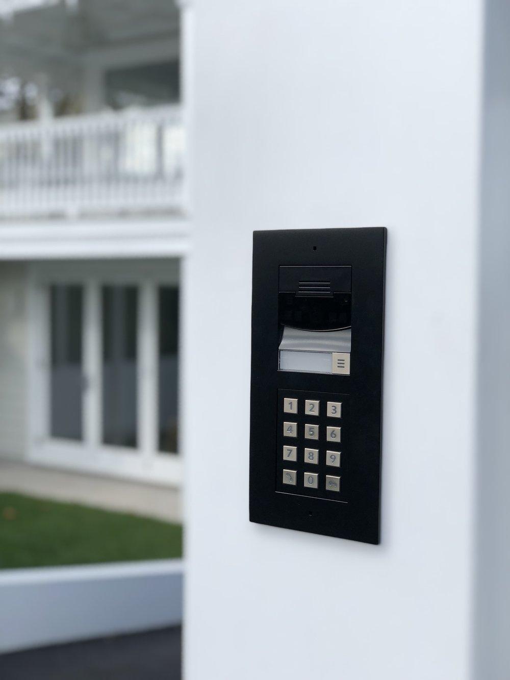 Control4 Door Station in Black (Intercom)