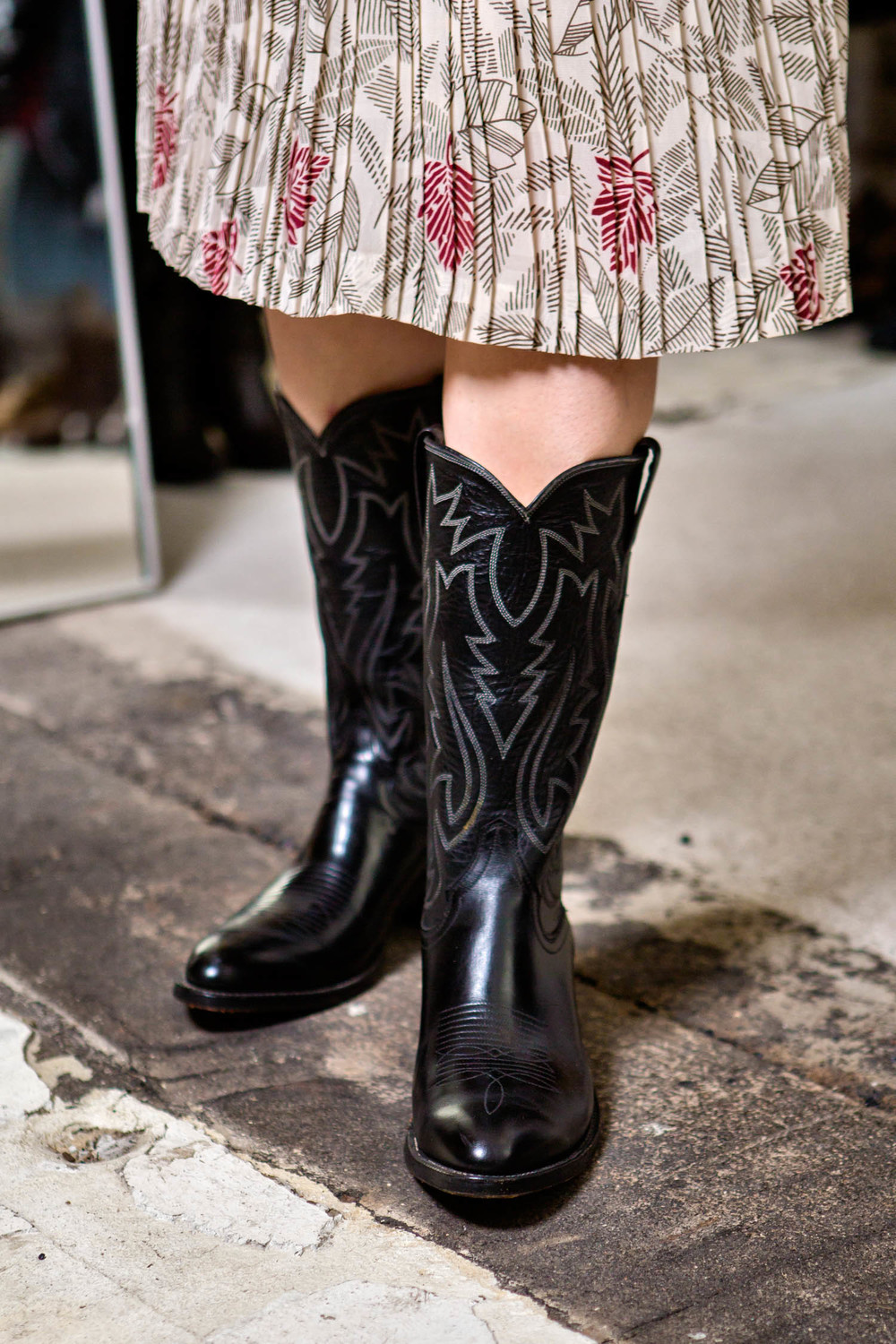 Carolina's way of styling is bold. I would never have had the courage to choose these boots to match with this dress.